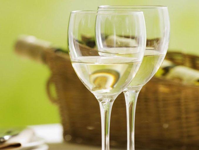 Vino blanco:opiniones,precios, compra, selección, variedades…